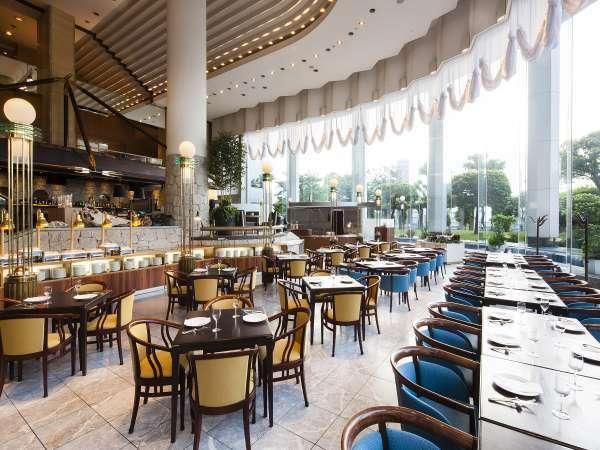 1階レストラン「グランカフェ」。お仕事の打ち合わせやカフェとしてもご利用頂けます。