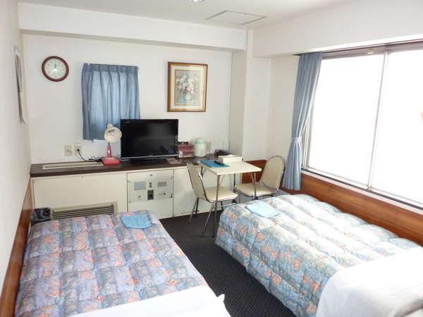 ◆ツインの窓は広く、閉塞感を味わされることの多いビジネスホテルの中では異色。