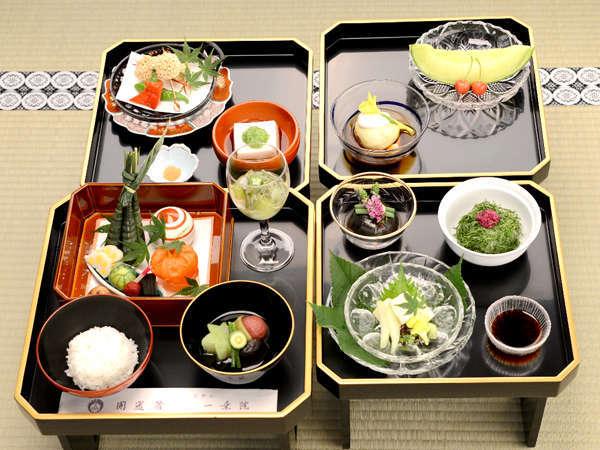 平成28年夏 松重御膳(花山吹から2千円プラスでランクアップしたお食事です)