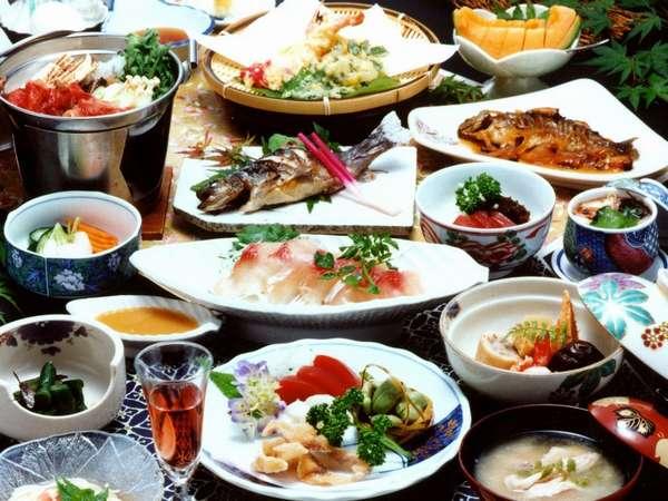 地の恵みと旬の素材を活かした料理でおもてなし≪全室お部屋食でお楽しみいただけます≫