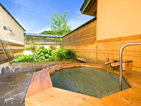 11種類の個室貸切露天風呂 1.「翠どころの湯」