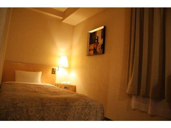 【別館シングルルーム】照明を落とし落ち着いた雰囲気の間取りです