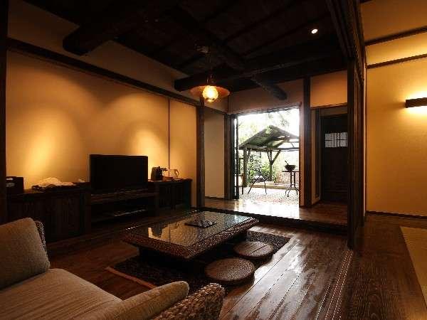 【離れ・洋室】太い梁と洋室が見事に融合した「新しいのに懐かしい」客室/例