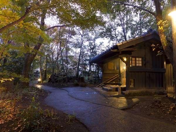 【囲炉裏】露天風呂への小路。森の中の雰囲気をお楽しみ頂けます
