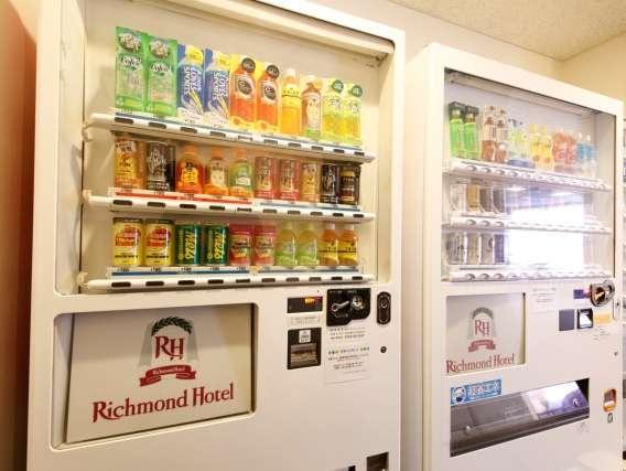 【ドリンク自動販売機】2階・3階・7階にございます。ビール、チュウハイなどアルコールもございます
