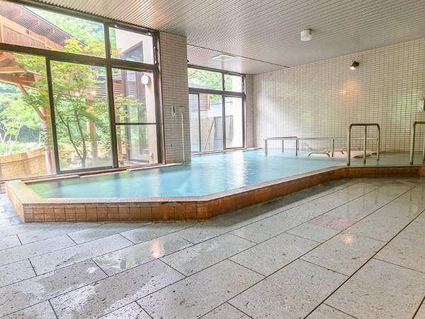 男性用大浴場です。季節ごとに彩る木々を眺めながら のんびりとお過ごしいただけます。