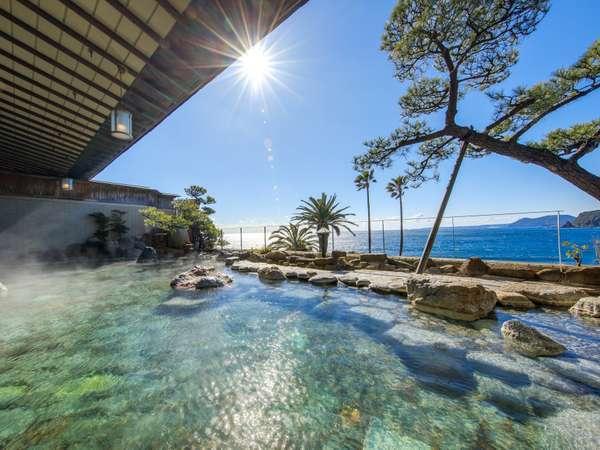 【海を望む露天風呂】朝の太陽を浴びながらの入浴も心地いい