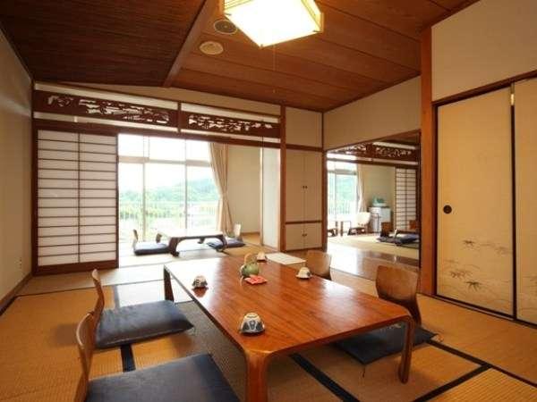 二間からなるゆったりした贅沢な造り。角部屋で眺めもいい特別室です