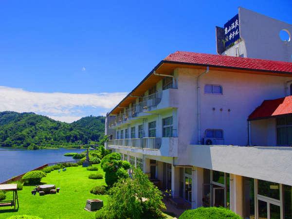 県下一の湖を一望する全室レイクビューの温泉旅館