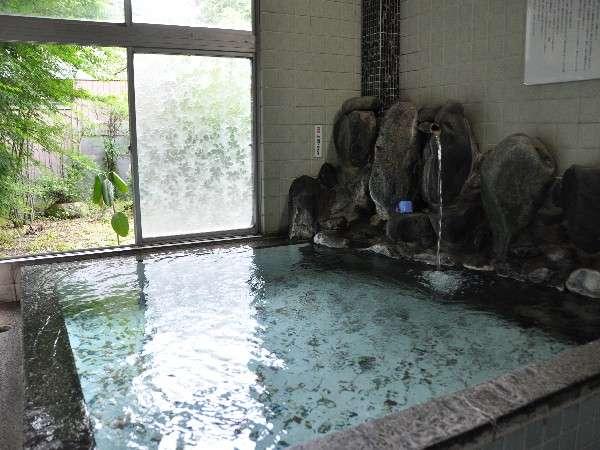 東京家の湯処は、うすめず、沸かさず、循環させずの天然温泉100%掛け流し。泉温は低めなので長湯に◎