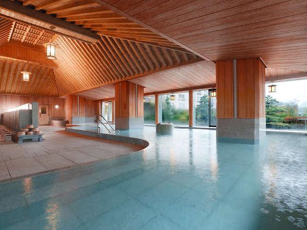 【下留の湯】檜が香る大浴場。低温・高温風呂やサウナをご用意。