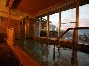 <展望岩風呂>津和野の町並みを一望できる、「天然温泉」ひのきの湯朝日・夕日がキレイ