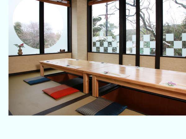 リニューアルをしたお食事処 仙楽 の一室。明るいお部屋で楽しいお食事の時間を(^^♪