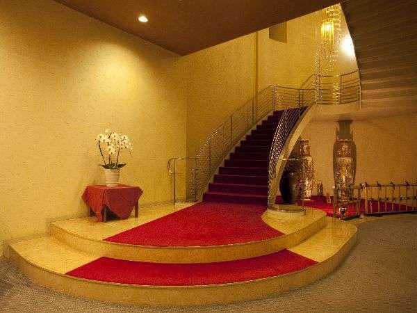 【ラセン階段】ブライダルの写真撮影人気№1スポットです!
