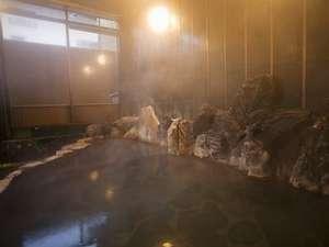 【内湯】源泉100%掛け流しの本物温泉にこだわるから、高温。ご容赦下さい。