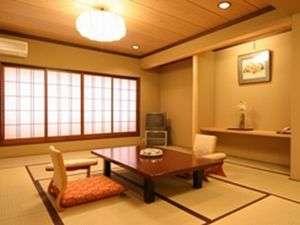 【本館和室】広さは約12畳ある客室一例