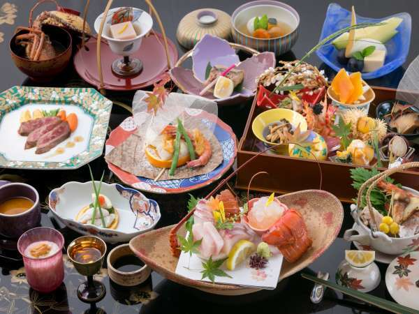 懐石料理はすべて地元の旬の素材を使った手作りです。季節の味をお楽しみください