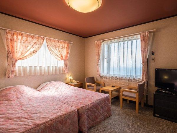 海&富士山一望が一望できる3階のお部屋です。唯一の喫煙可能なお部屋301号室角部屋です。