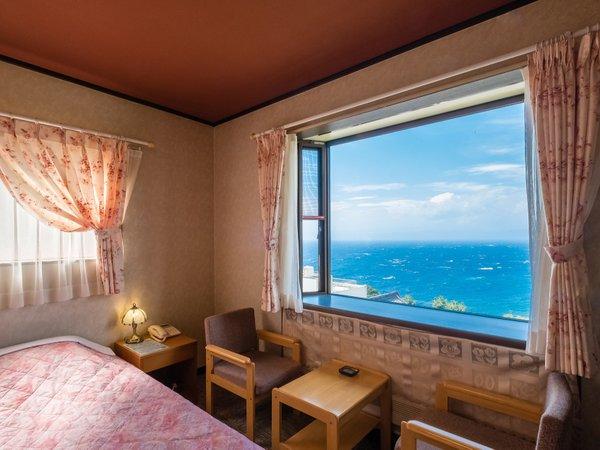 海&富士山一望が一望できる3階のお部屋です。