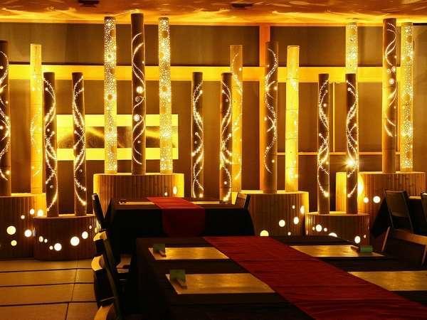メインダイニングではロマンチックな竹灯りとヒーリングミュージックに包まれて創作料理を愉しめる♪