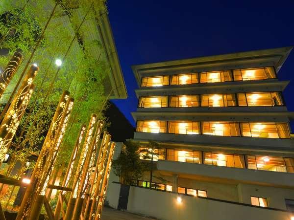 幻想的な竹灯りの装飾はkinranso花山のアートスタイルのひとつ☆彡