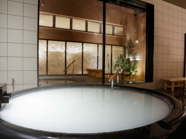 真珠の湯(女湯)~ミキモトコスメティックスオリジナル処方の、美容液ごと体に浸かるような湯治体験~