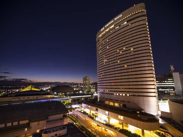 ホテル外観 夕景