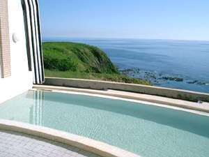 綺麗な日本海を眺めながらの入浴。