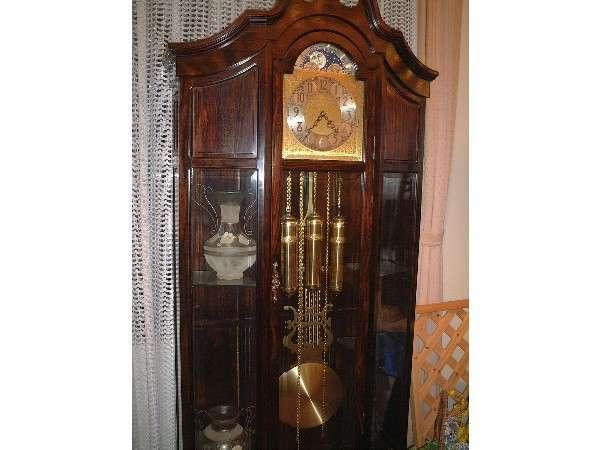 2階ロビーの振り子時計