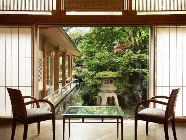 ■日本庭園■ラウンジからのながめる庭
