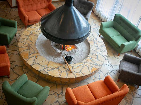 暖炉は9月下旬頃から5月頃まで火を焚いており、旅の思い出と寛ぎの時間を演出いたします。