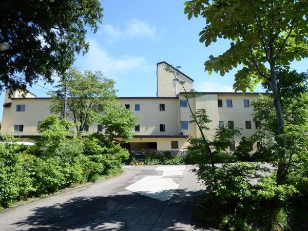 明治時代、小さな旅籠屋ばかりだった赤倉で、初めての旅館として営業を始めました。
