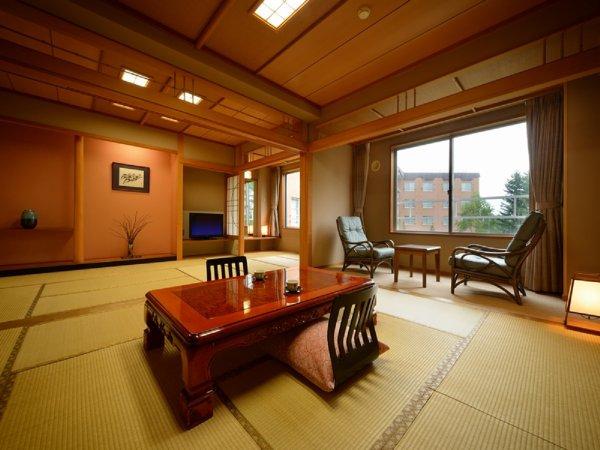 ※【特別和室 和室10畳+10畳】最大8名様まで宿泊できる広々としたお部屋(ふすまで仕切る事が出来ます)