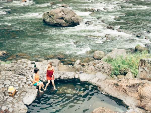 川沿いの露天風呂「川湯」提供:日田市観光協会天瀬支部