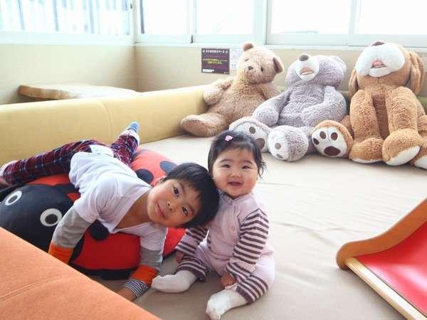 小さなお子様も安心!1階の休憩室内にキッズスペースをご用意。お子様と一緒にお楽しみいただけます!