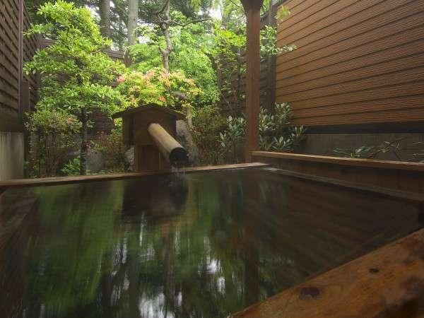 檜造りの貸切露天風呂 『木蓮』