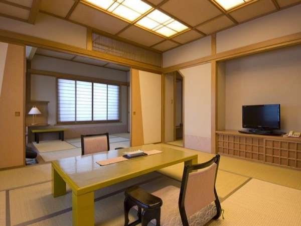 白砂の頂と暮坂の里:和室 10畳+6畳角部屋