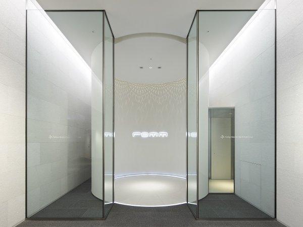 【3階 ホテルメインエントランス】新大阪駅3階と直結しております