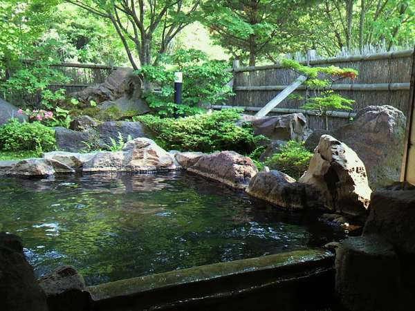 【新緑の貸切露天風呂】『満天星の湯』。宿泊の方は無料でご入浴OK!