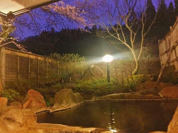【貸切露天「楓の湯」】例年4月20日前後から桜を眺めながらお楽しみいただけます(気候で変動有)