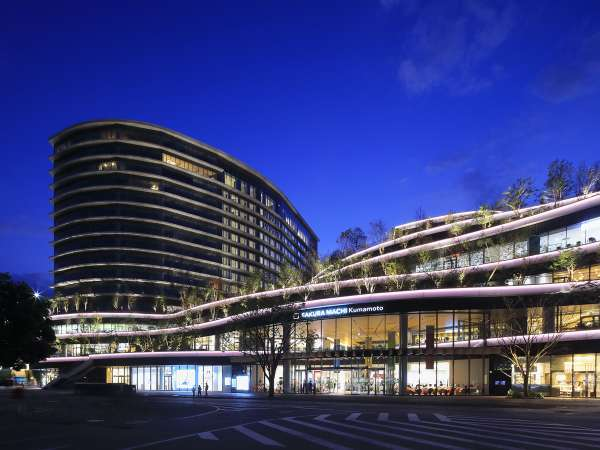 ホテルと「SAKURAMACHI Kumamoto」夜景