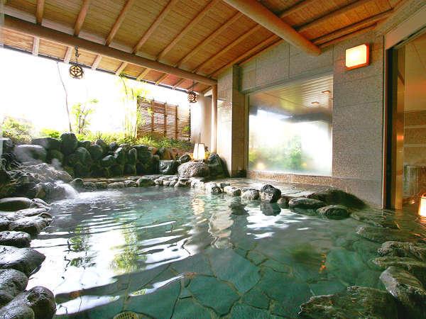 【殿方 露天風呂】【男性用露天風呂】岩造りの落ち着いた雰囲気です。