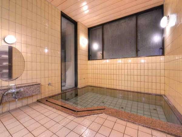 *女湯/24時間ご利用いただけるお風呂。温かい湯船に浸かり寛ぎのひと時をお過ごし下さい。(貸切も可能)