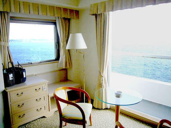 【スイートルーム】ベッドルームから見える海