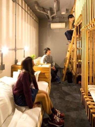 ドミトリー201.5ルーム。ヒノキシングル2ベッド+スギの木2段4ベッド。最大6名宿泊OK!