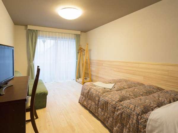 香り、温もり、ゆとりのウッディ(杉or桧)シラス壁クィーンベッドルーム