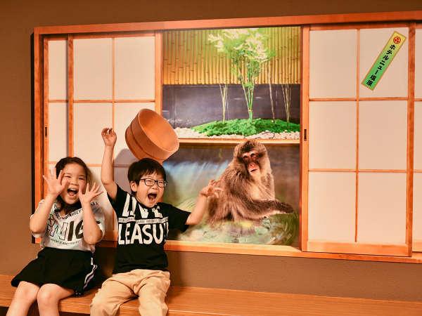 フォトリックアート/障子を開けるとお猿さんが温泉に入ってた!