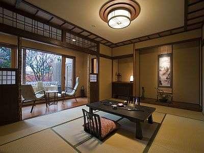 大正浪漫の雰囲気漂う『露天風呂付客室・次の間付タイプ』の一例になります。