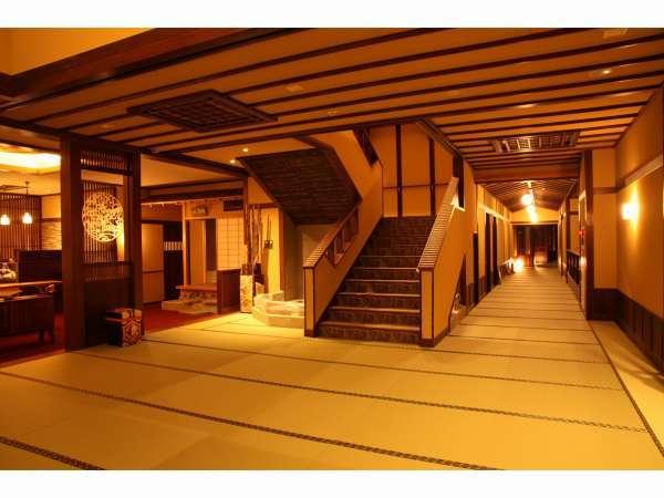 館内は以前同様に畳廊下でくつろぎの空間。