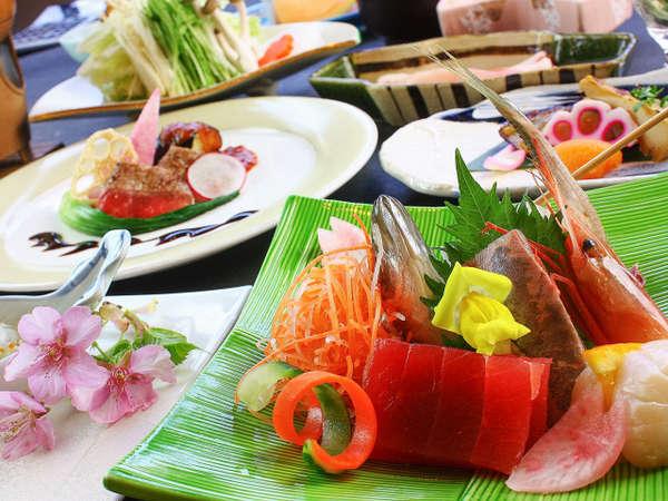 ★料理長自慢の『花会席膳』ご夕食はお部屋でお召し上がり頂けます♪ 一例